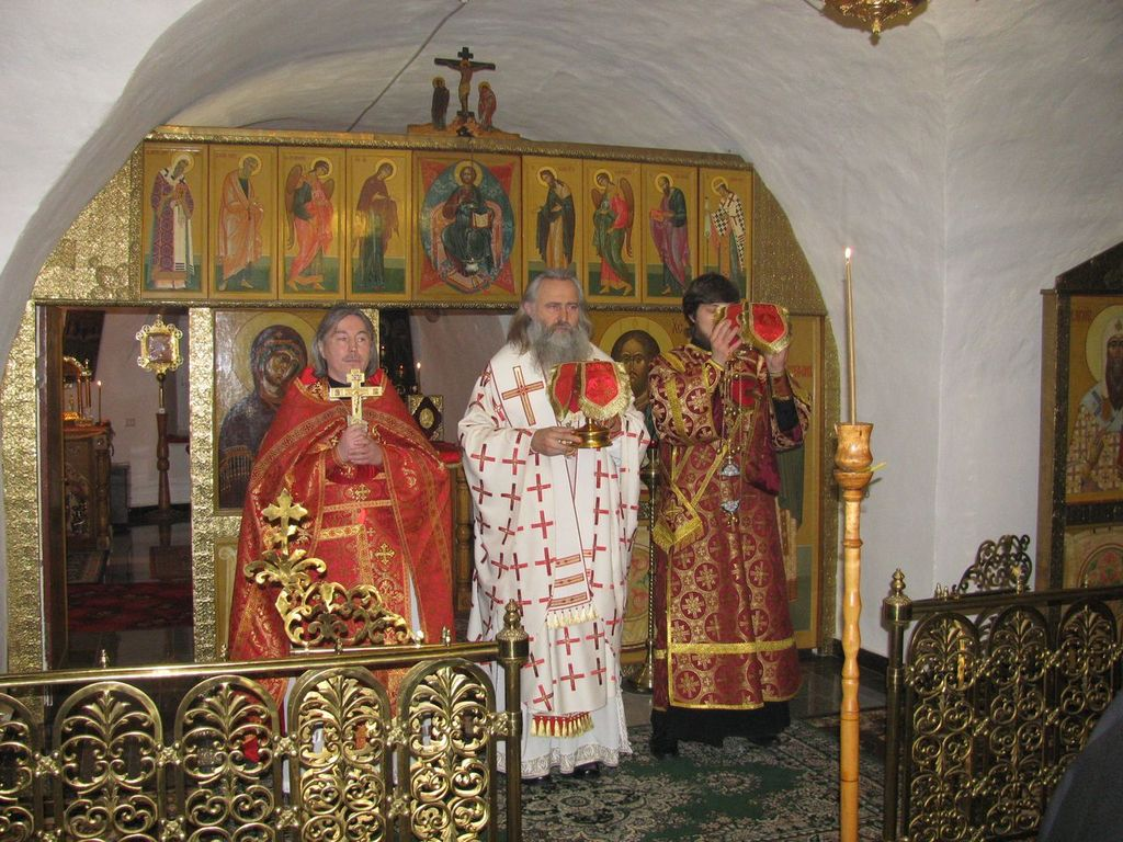 Архиепископ Феогност совершил Божественную Литургию в Николо-Вяжищском монастыре