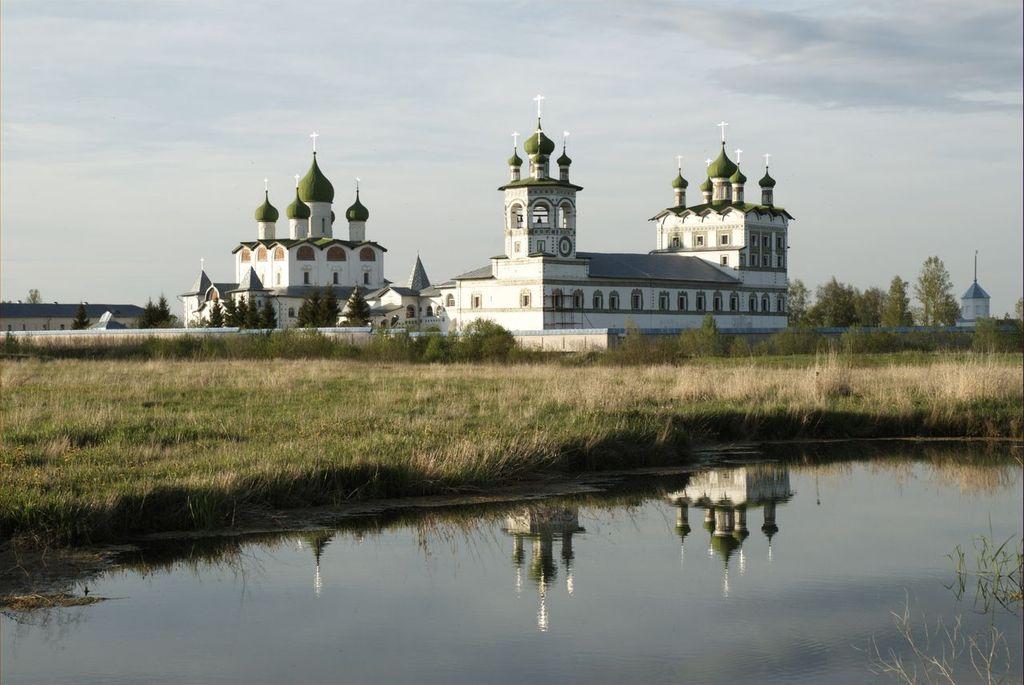 Вид монастыря с юго-западной стороны: